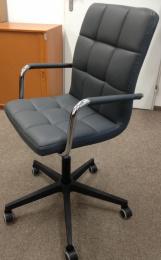 stolička Q022, č. AML037