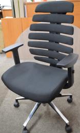 kancelárska stolička FISH BONES čierny plast, čierna látka 26-60, č. AOJ314